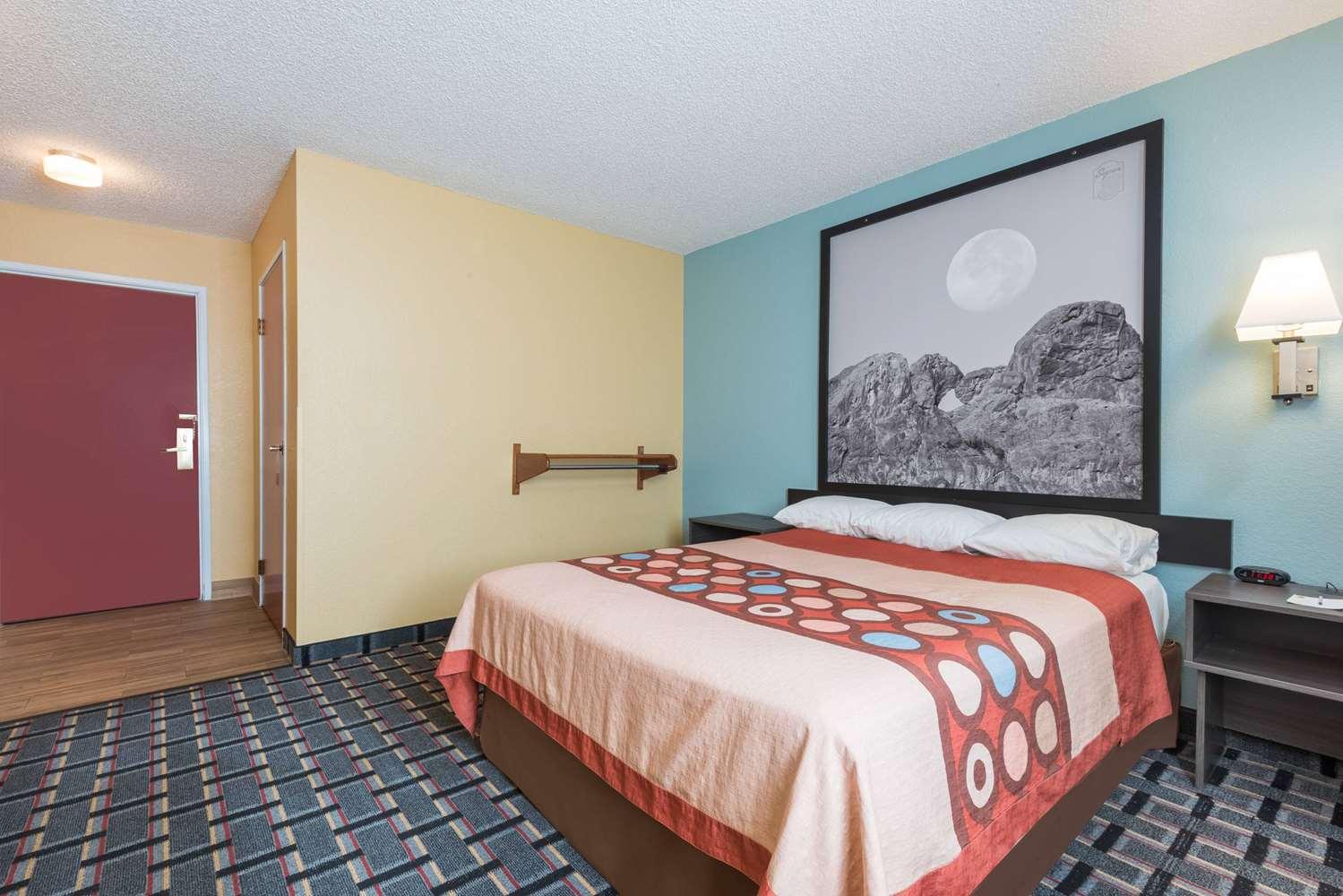 Room - Super 8 Hotel Henderson