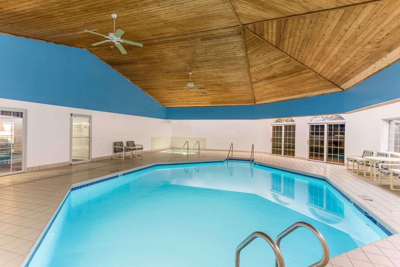 Pool - Super 8 Hotel Reedsburg