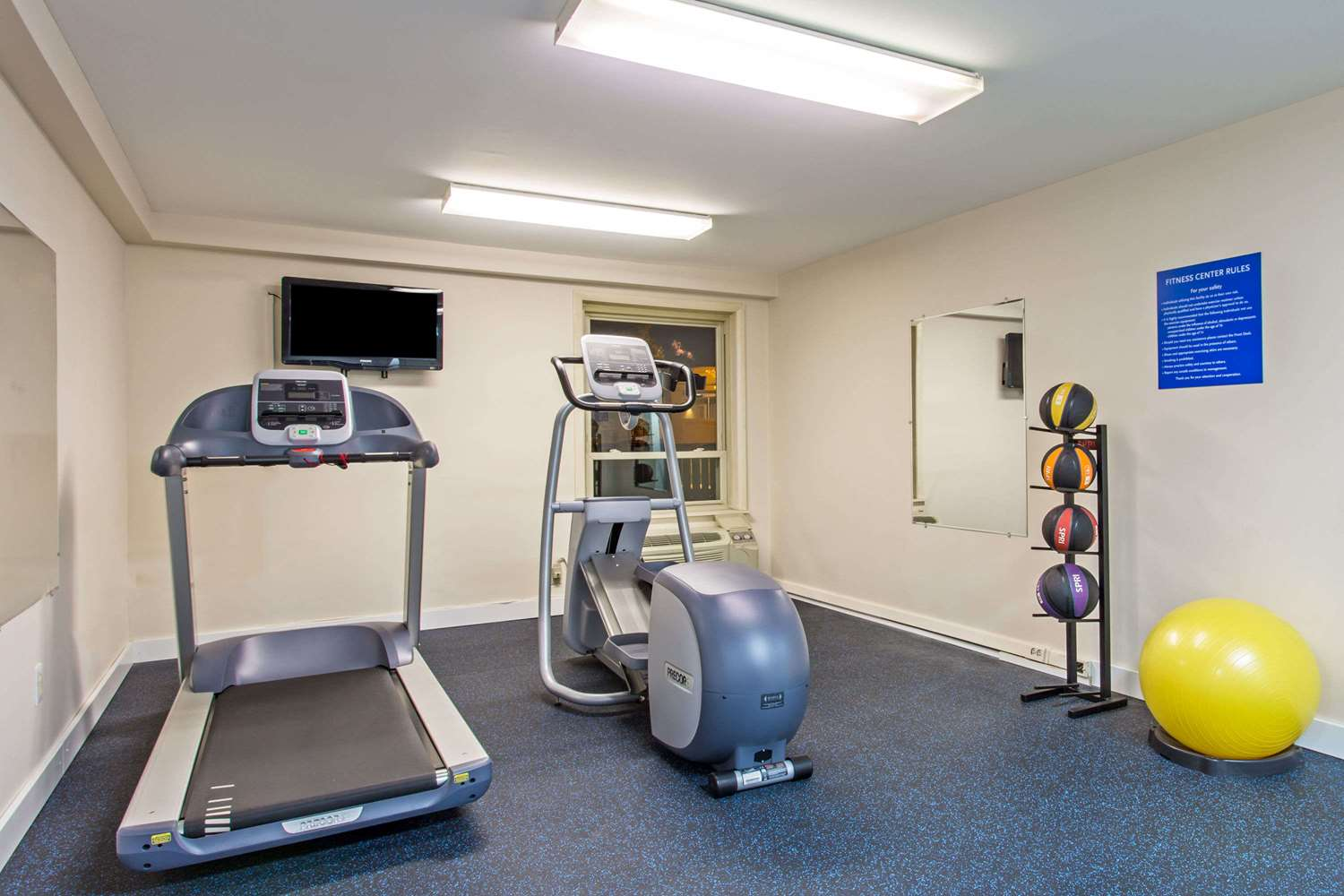 Fitness/ Exercise Room - Days Inn I-66 Manassas