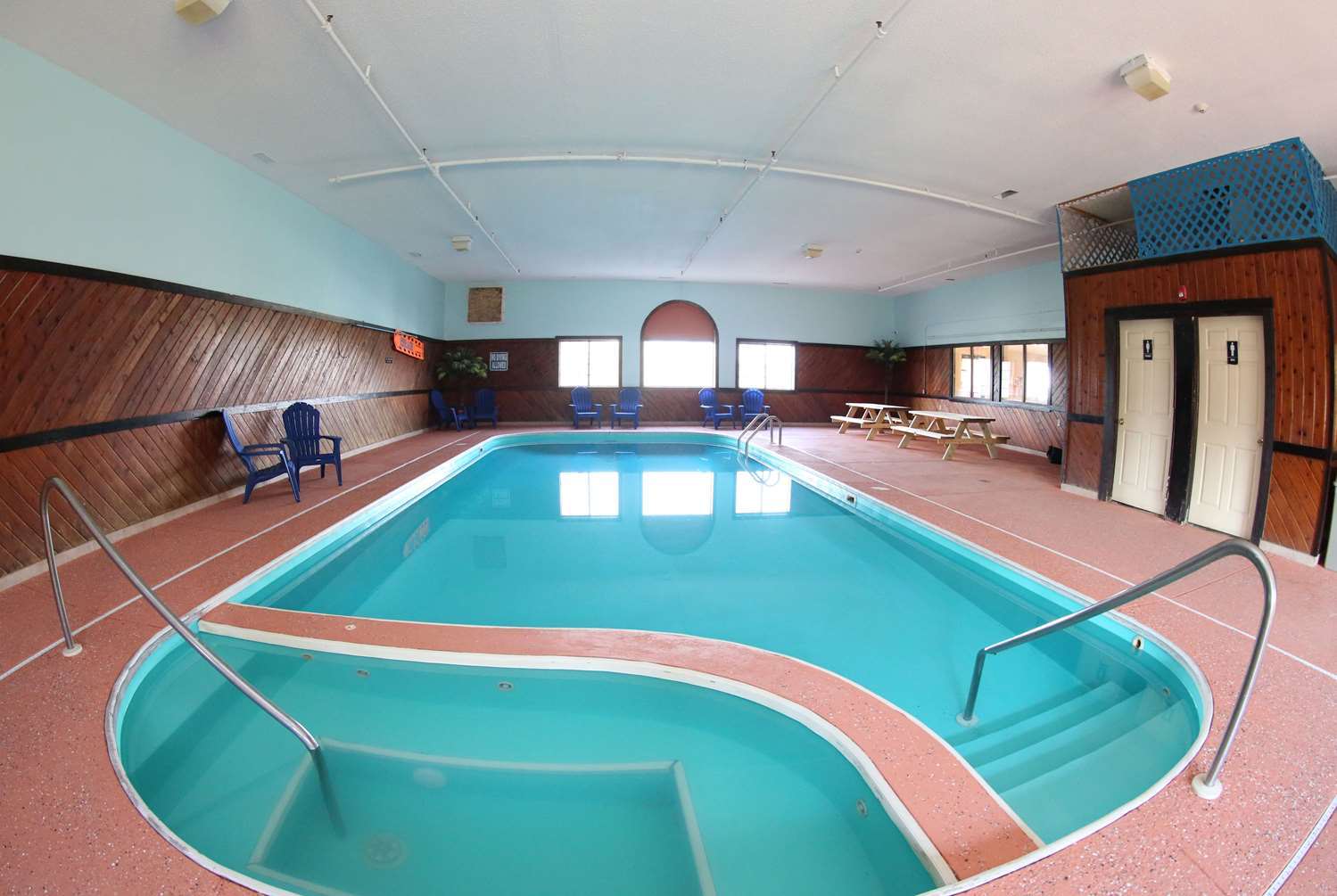 Pool - Super 8 Hotel Portsmouth