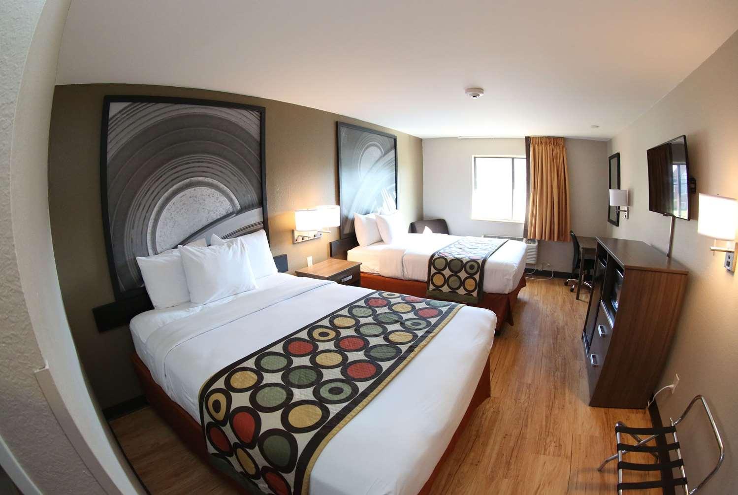 Room - Super 8 Hotel Portsmouth