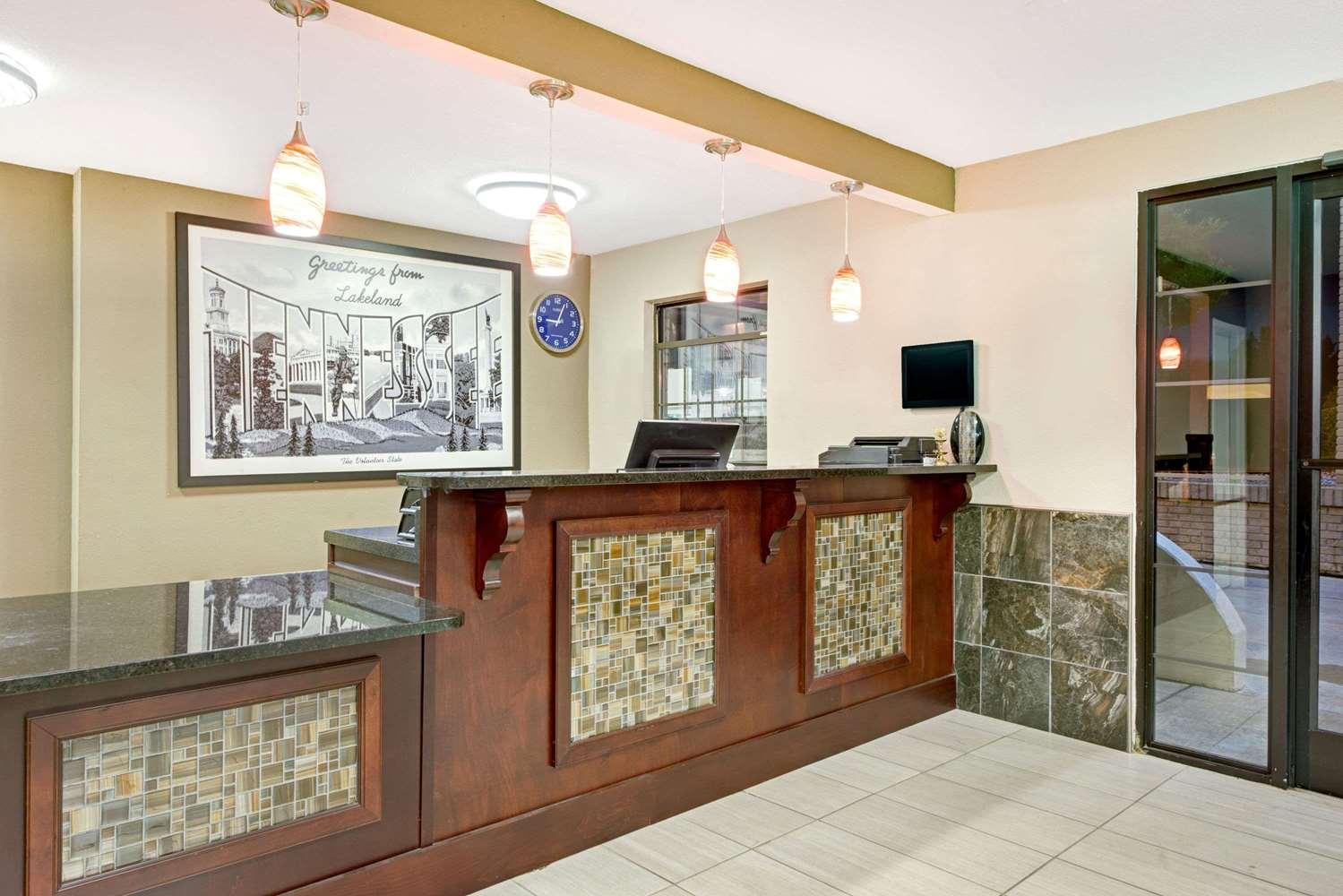 Lobby - Super 8 Hotel Lakeland