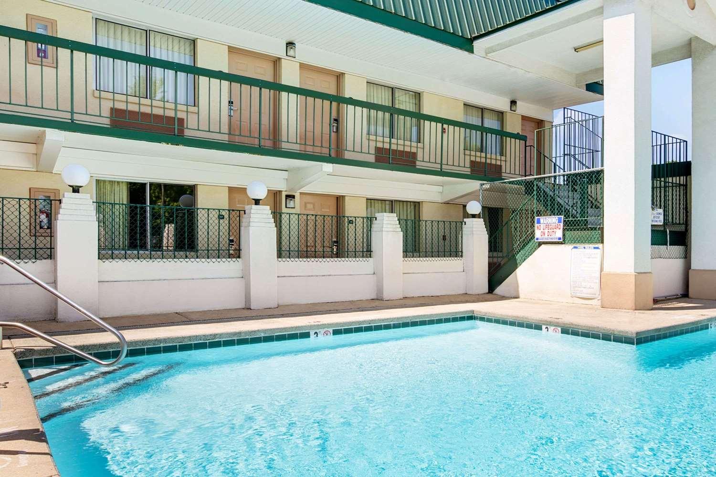 Pool - Super 8 Hotel Clanton Road Charlotte