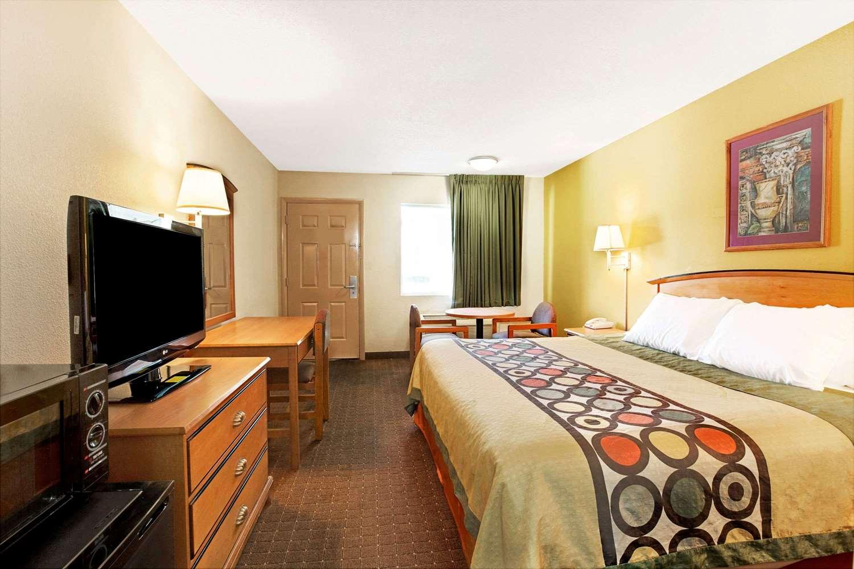 Room - Super 8 Hotel Clanton Road Charlotte