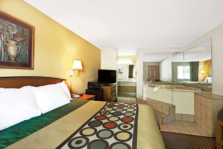 Suite - Super 8 Hotel Clanton Road Charlotte