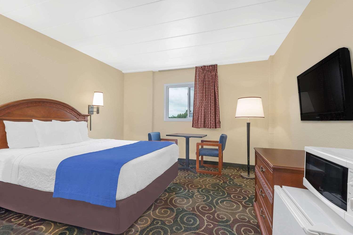 Room - Travelodge Lima