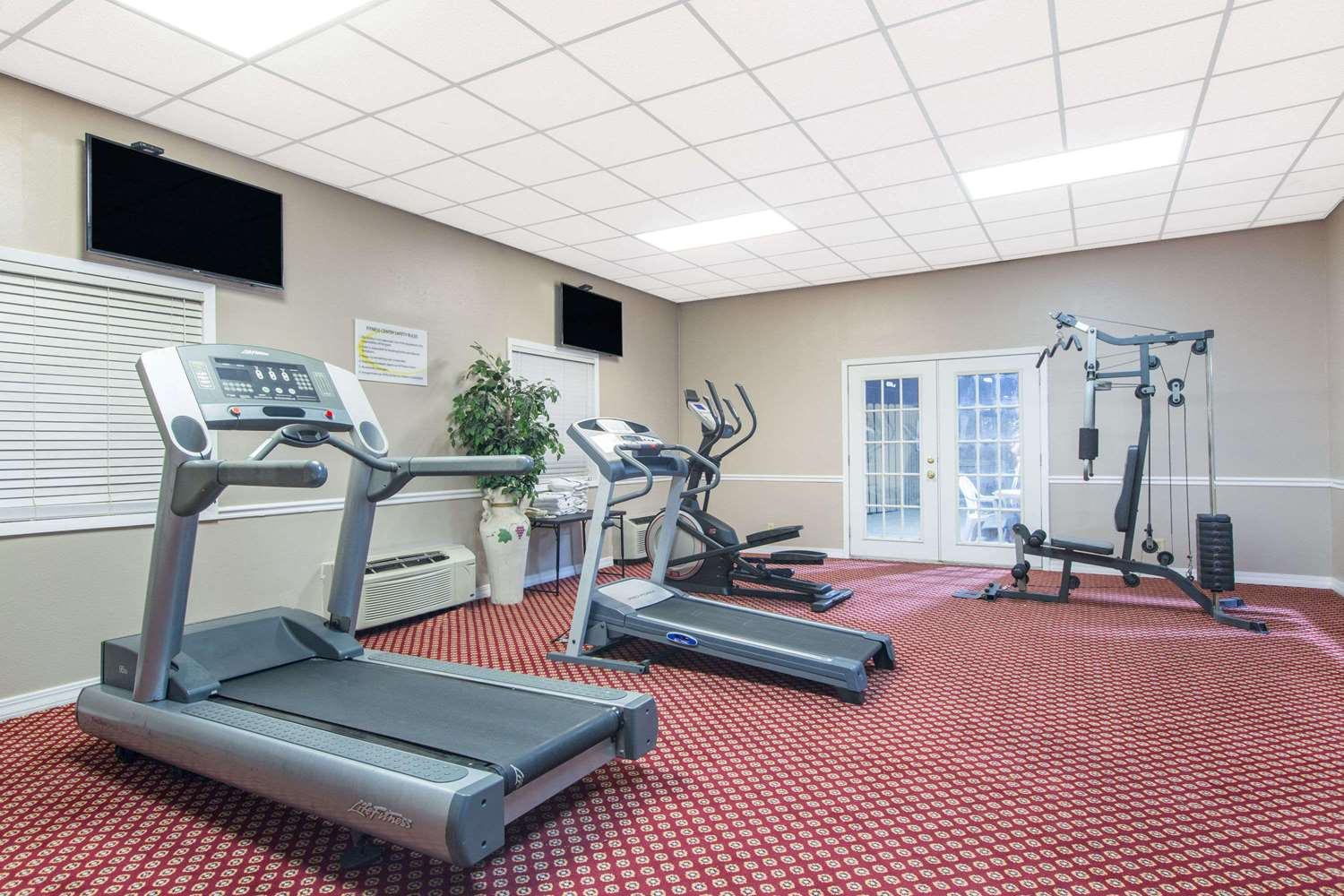 Fitness/ Exercise Room - Super 8 Hotel Temple