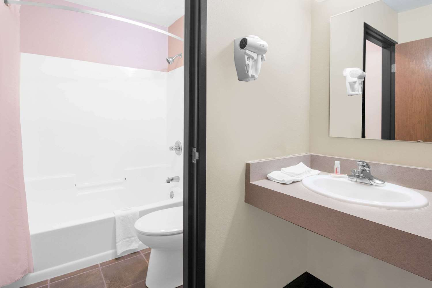 Room - Super 8 Hotel Ely