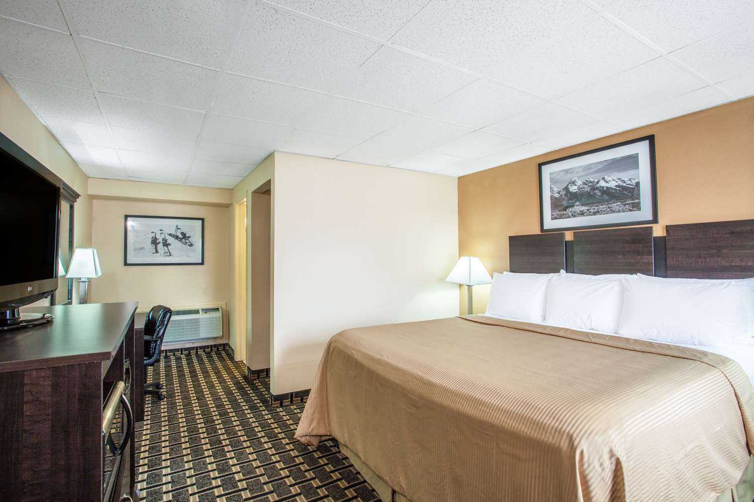 Room - Travelodge South Burlington