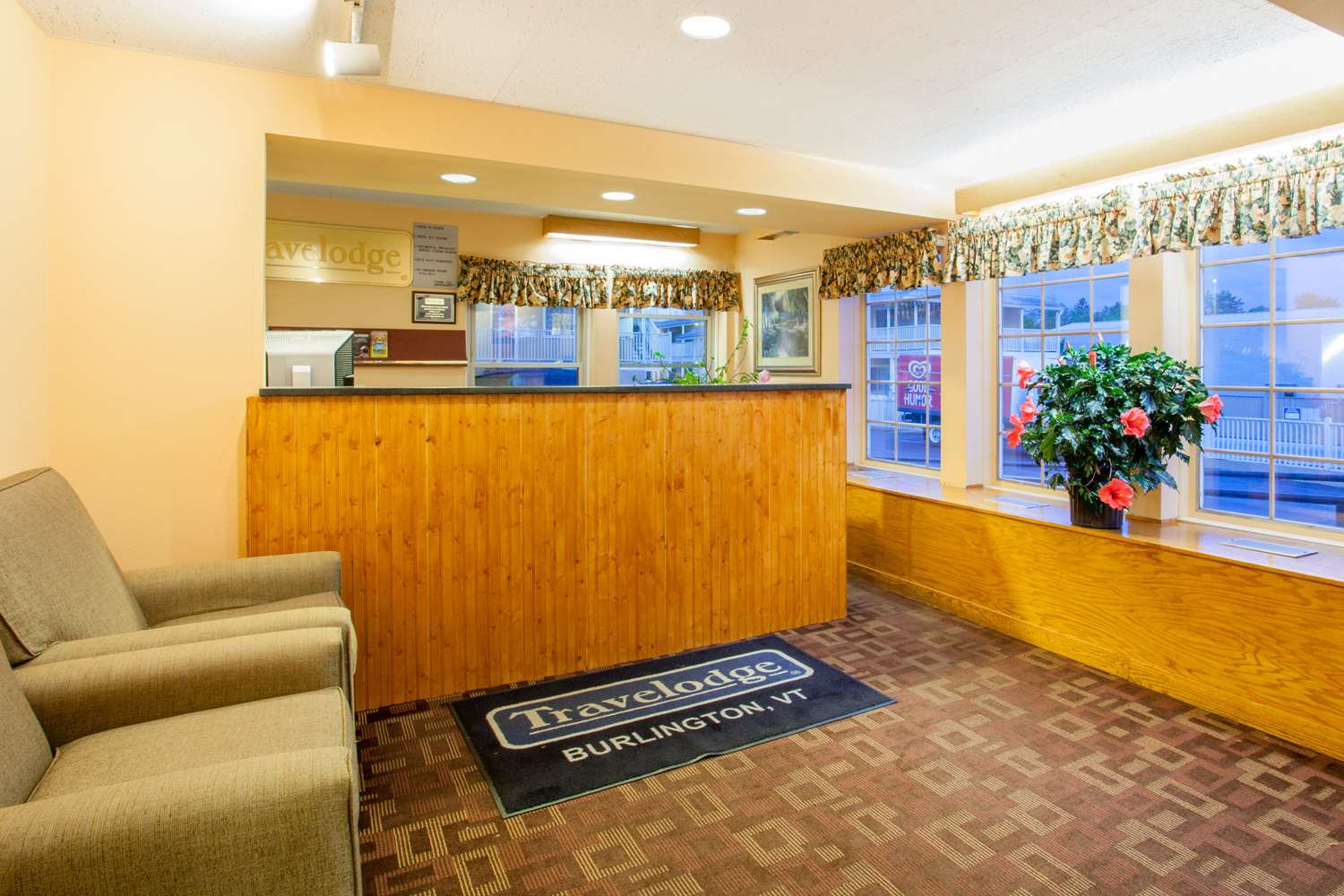 Lobby - Travelodge South Burlington