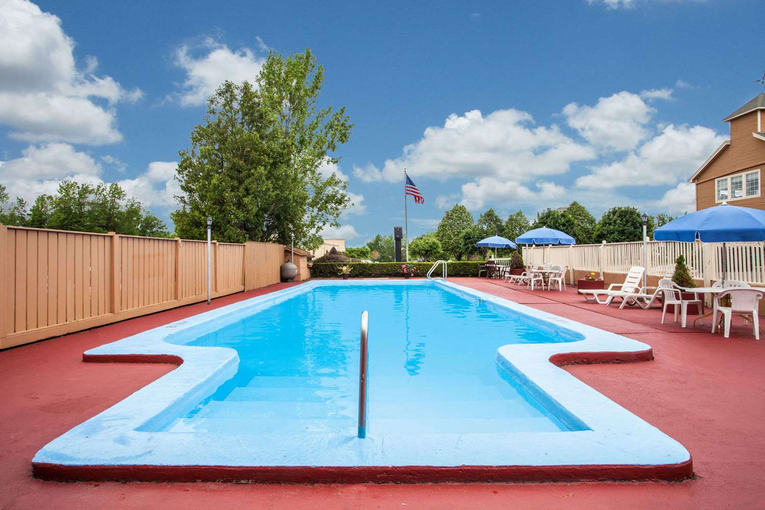 Pool - Travelodge South Burlington