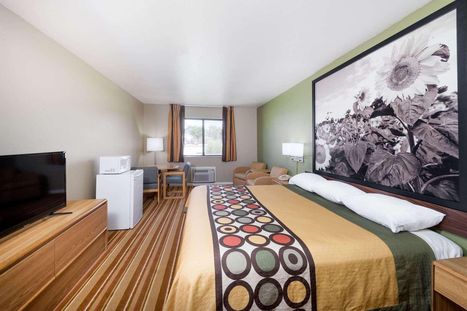 Suite - Super 8 Hotel Independence