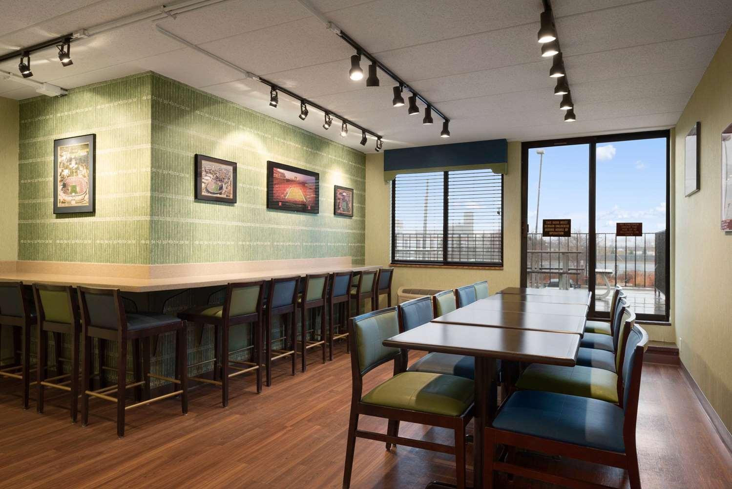 Restaurant - Days Inn University Avenue Southeast Minneapolis