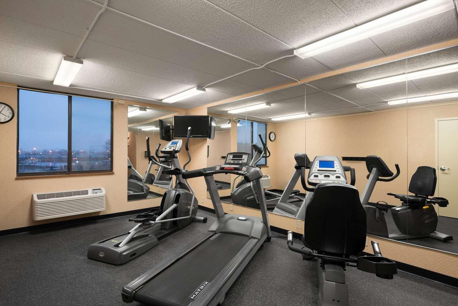 Fitness/ Exercise Room - Days Inn University Avenue Southeast Minneapolis