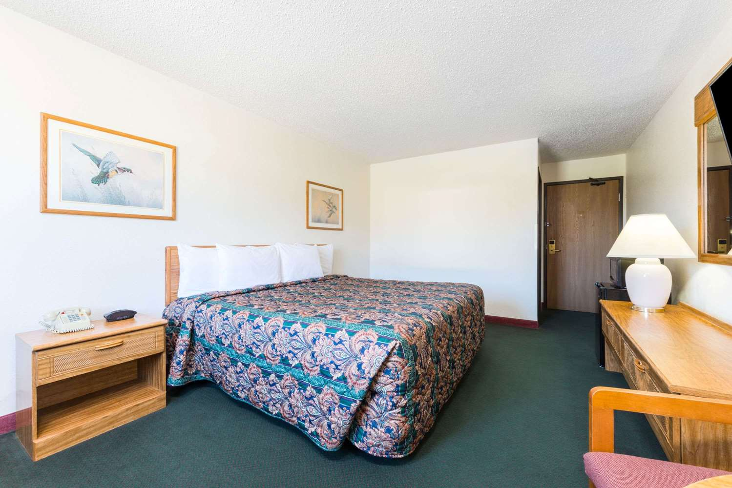 Room - Super 8 Hotel Warrenton