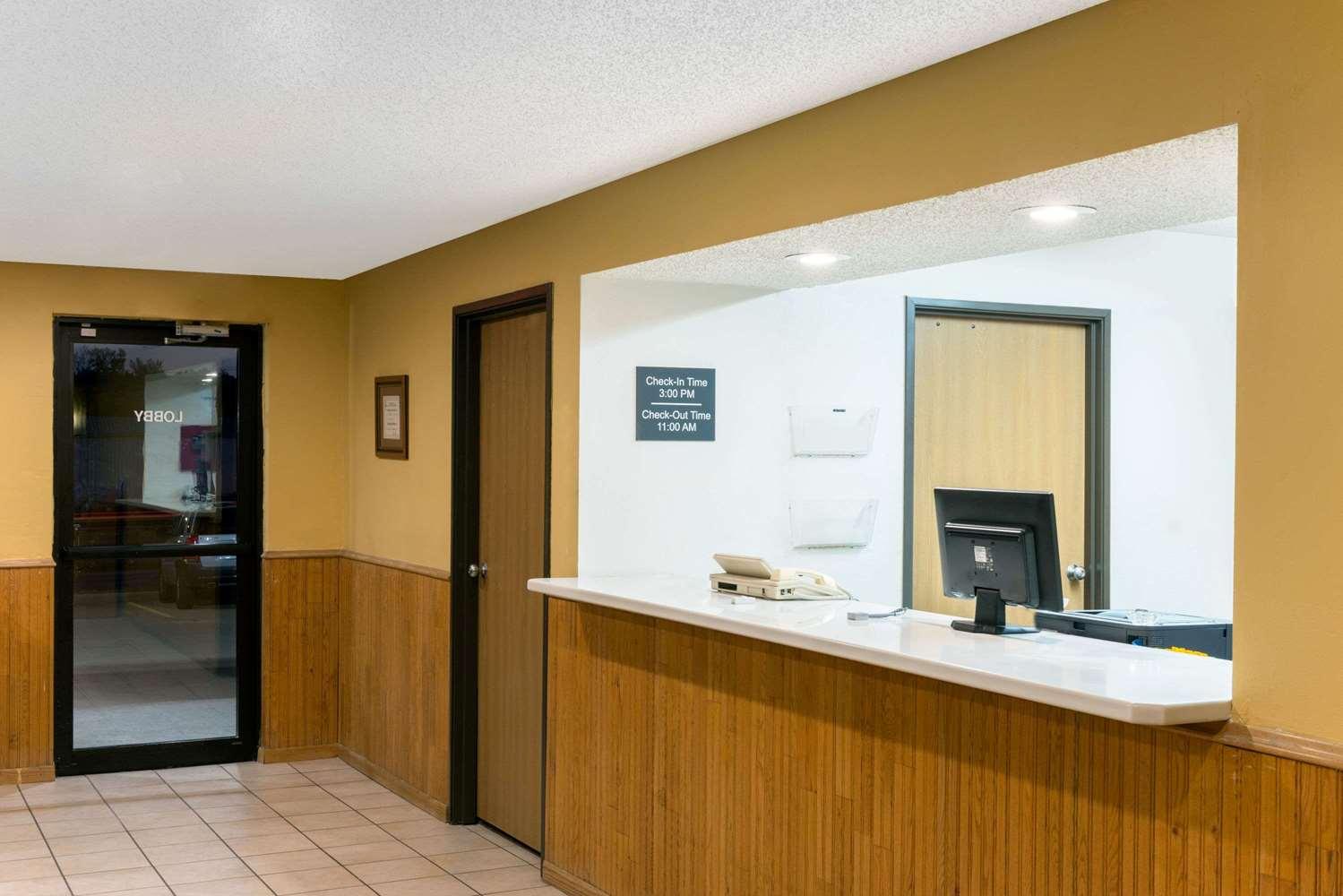 Lobby - Super 8 Hotel Warrenton