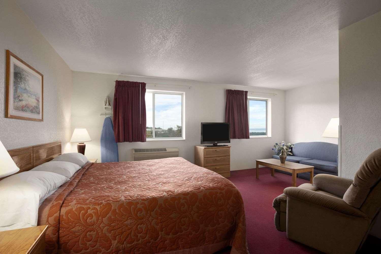Room - Super 8 Hotel Johnstown