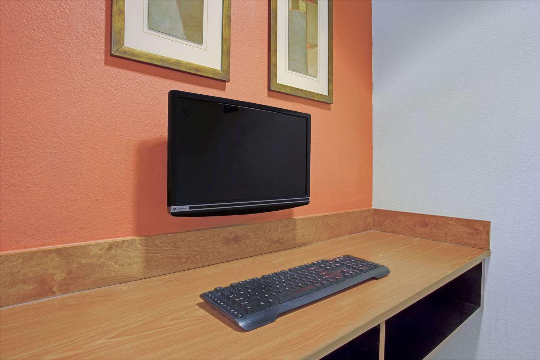 Conference Area - Days Inn & Suites Laurel