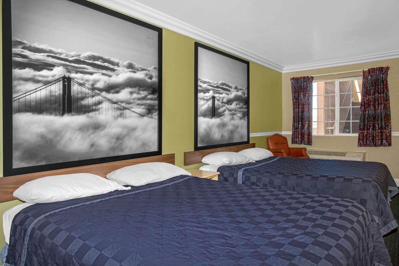 Room - Super 8 Hotel Downtown Hayward