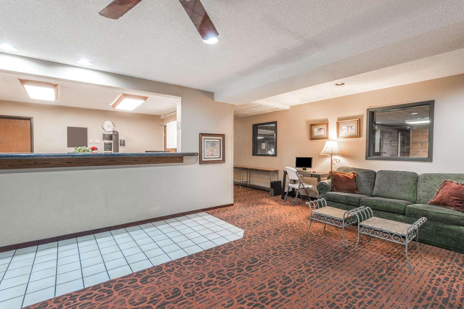 Lobby - Super 8 Hotel I-70 & 9th Street Salina