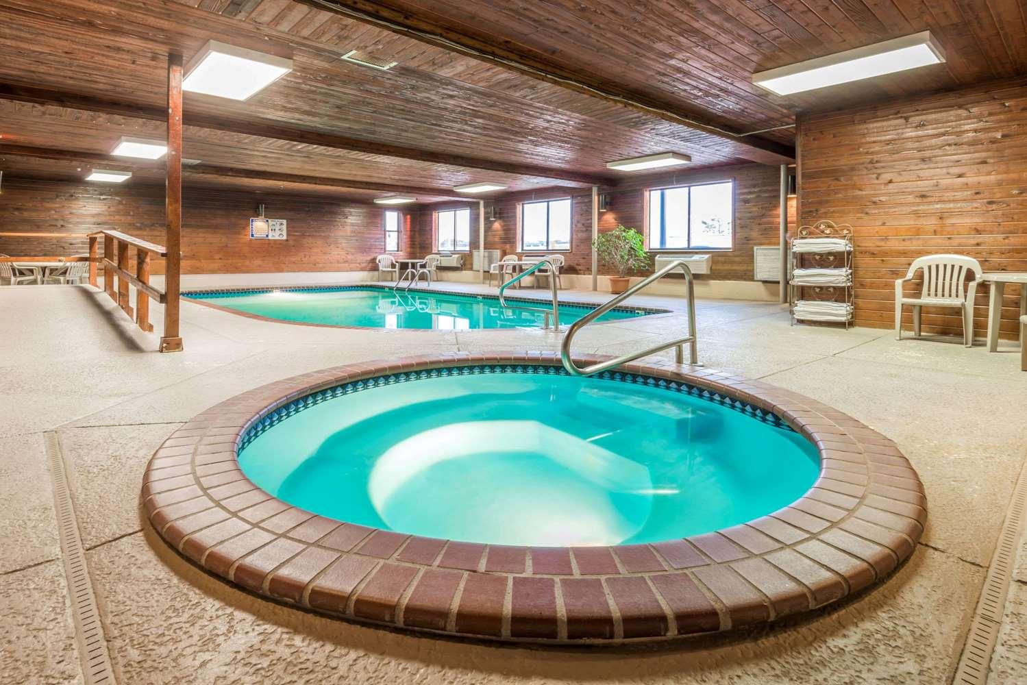 Pool - Super 8 Hotel I-70 & 9th Street Salina