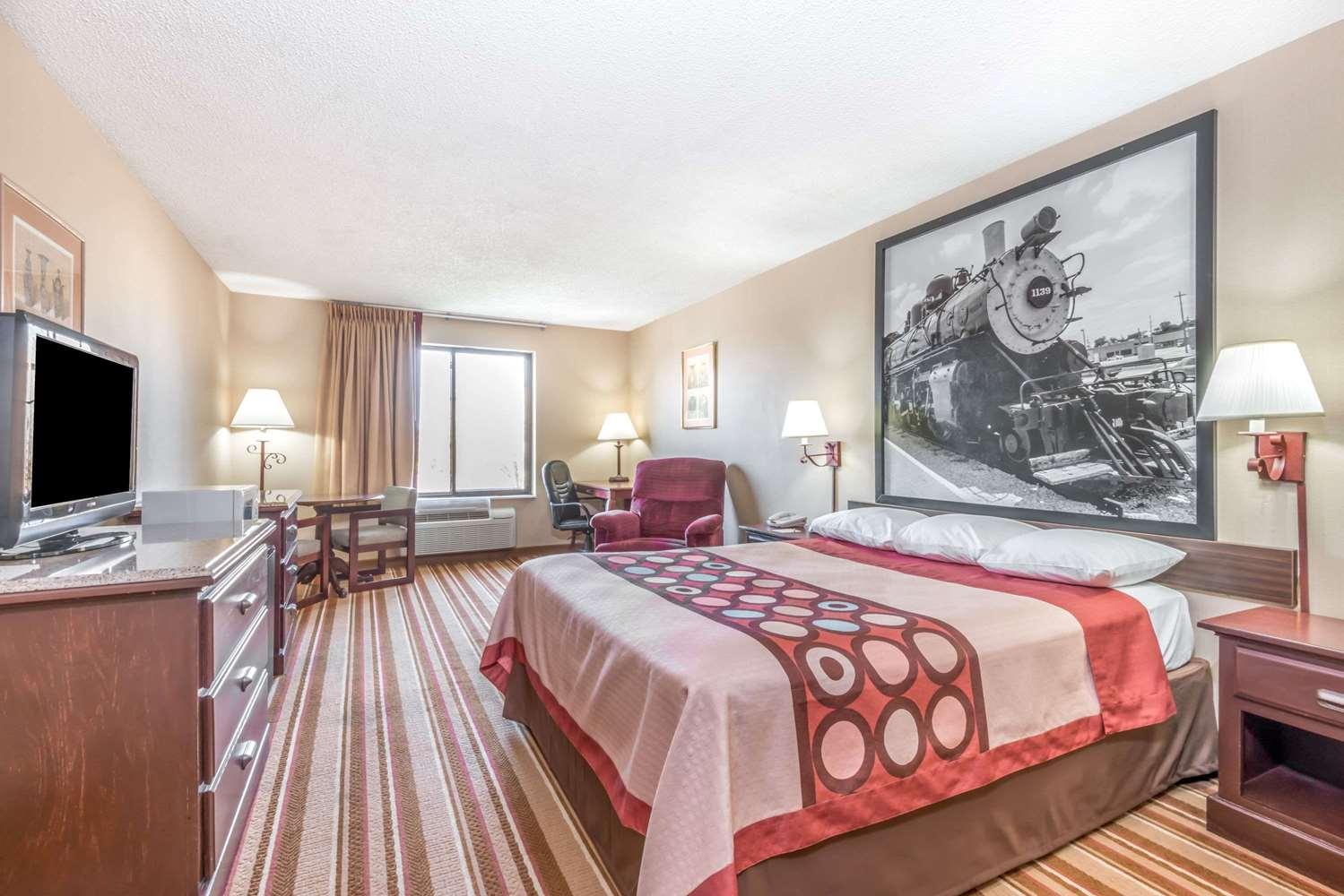 Room - Super 8 Hotel I-70 & 9th Street Salina