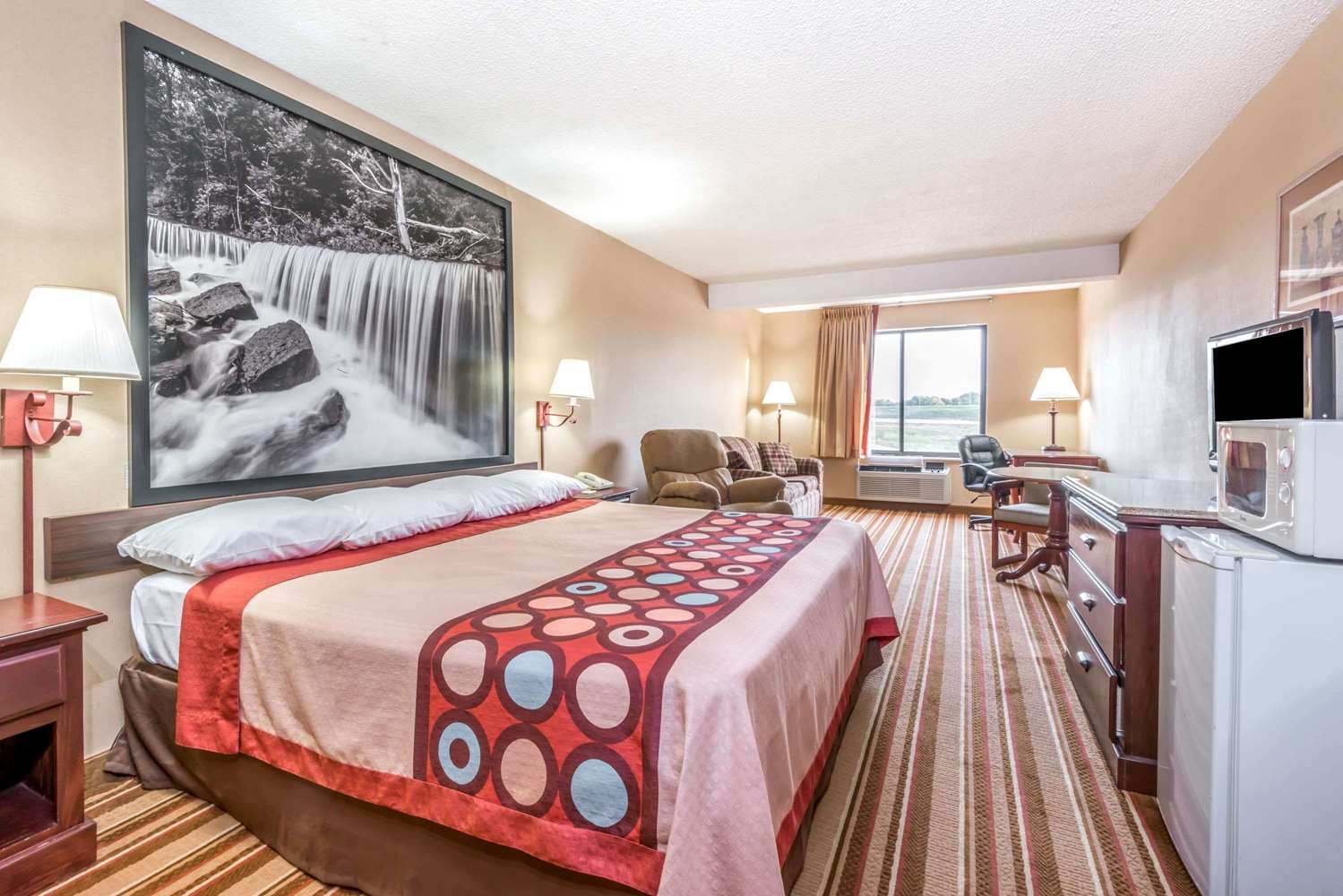 Suite - Super 8 Hotel I-70 & 9th Street Salina