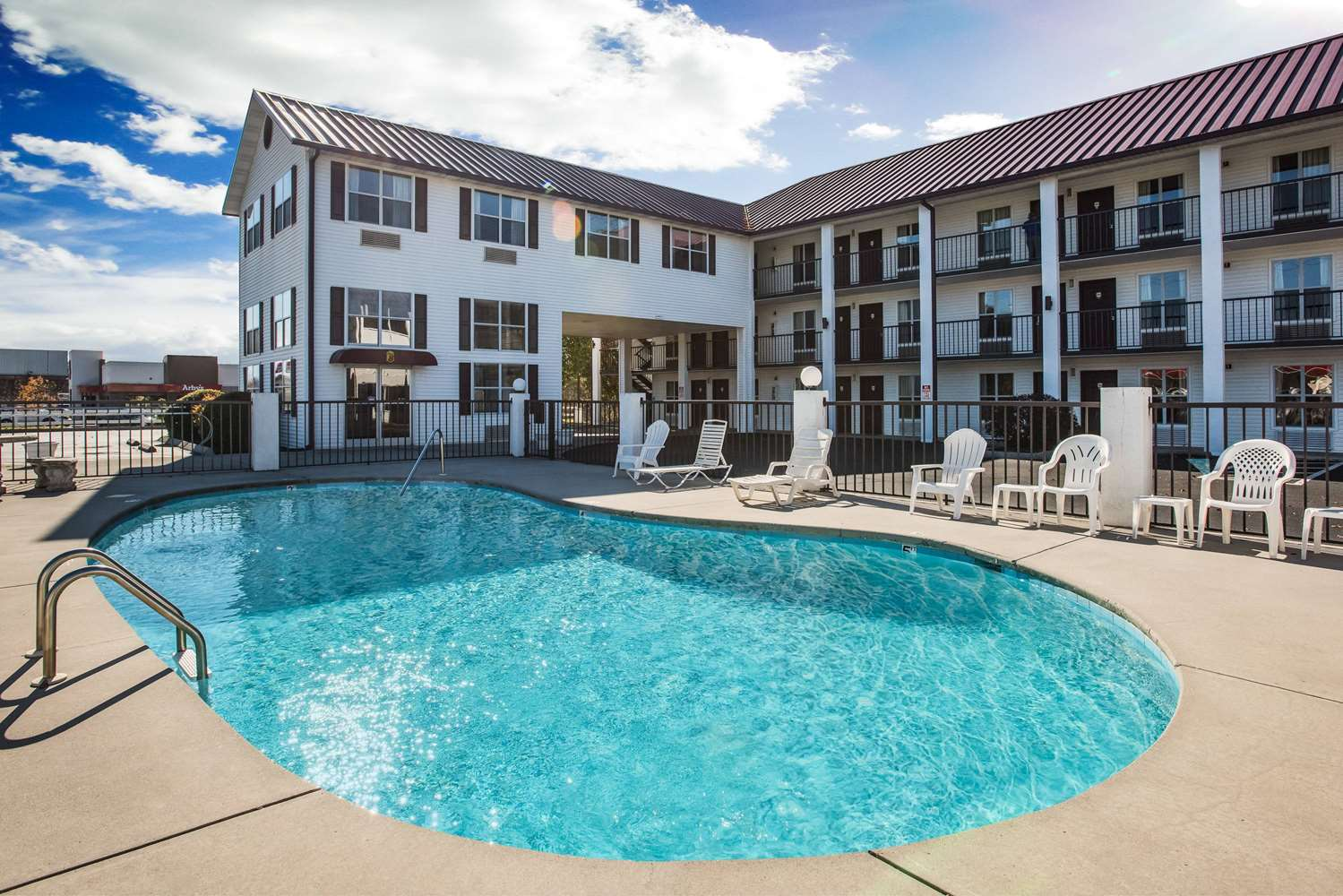 Pool - Super 8 Hotel Sevierville