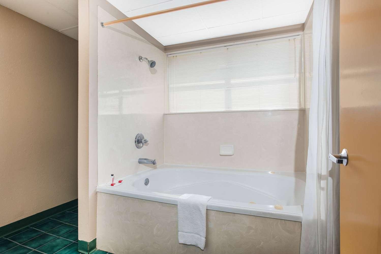 Room - Super 8 Hotel Sevierville