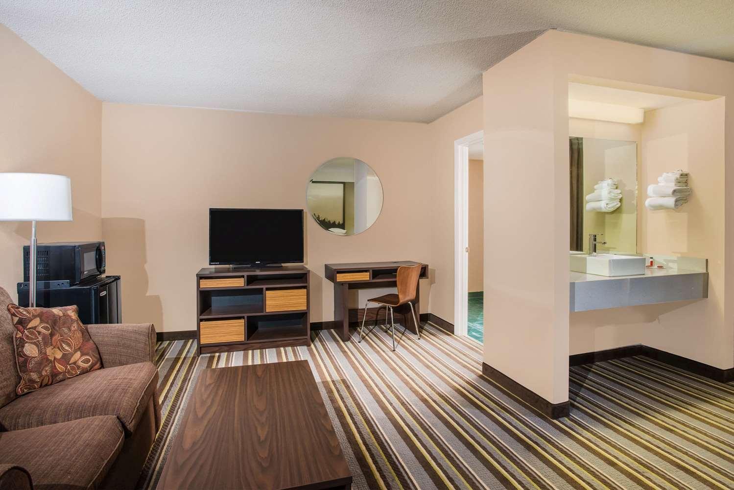 Amenities - Super 8 Hotel Sevierville