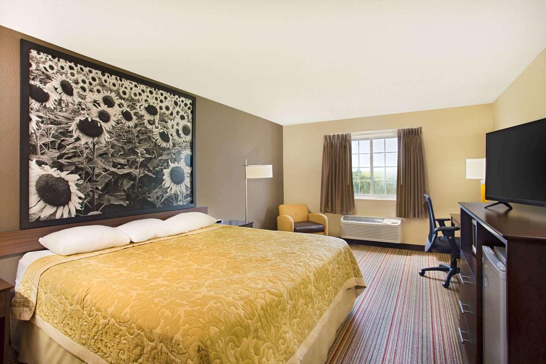 Room - Super 8 Hotel New Hampton