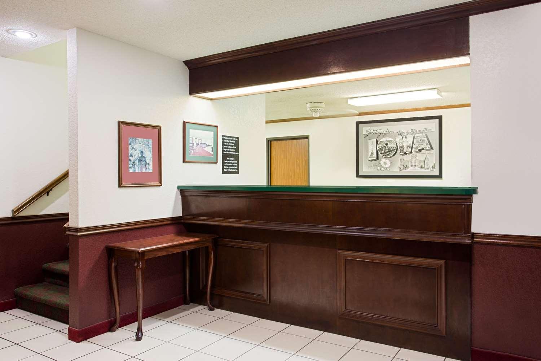 Lobby - Super 8 Hotel New Hampton