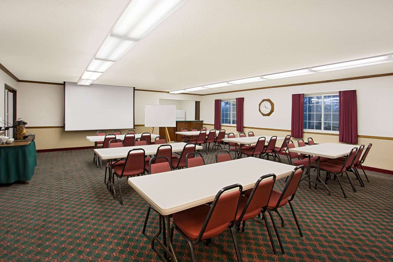 Meeting Facilities - Super 8 Hotel New Hampton