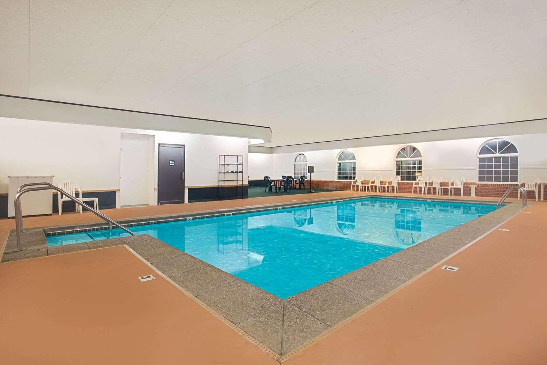 Pool - Super 8 Hotel New Hampton