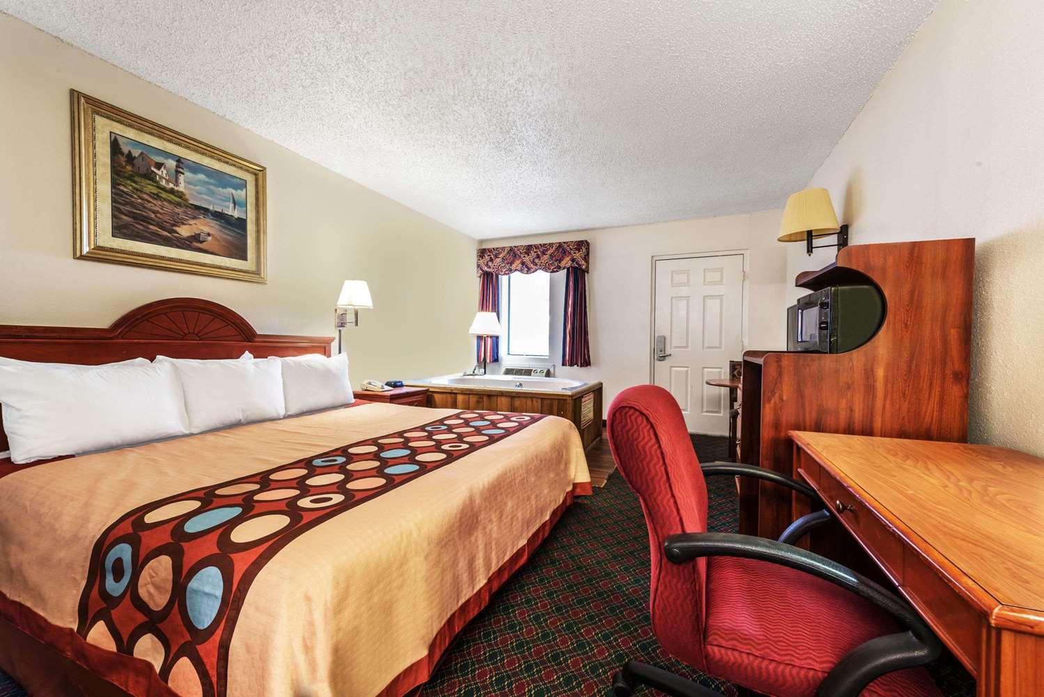 Suite - Super 8 Hotel Eastland