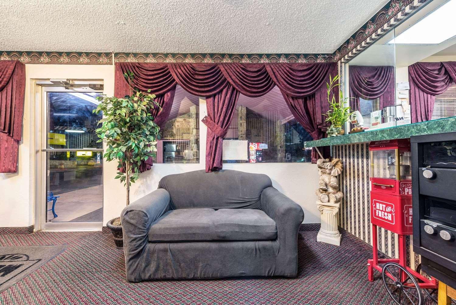 Lobby - Super 8 Hotel Eastland