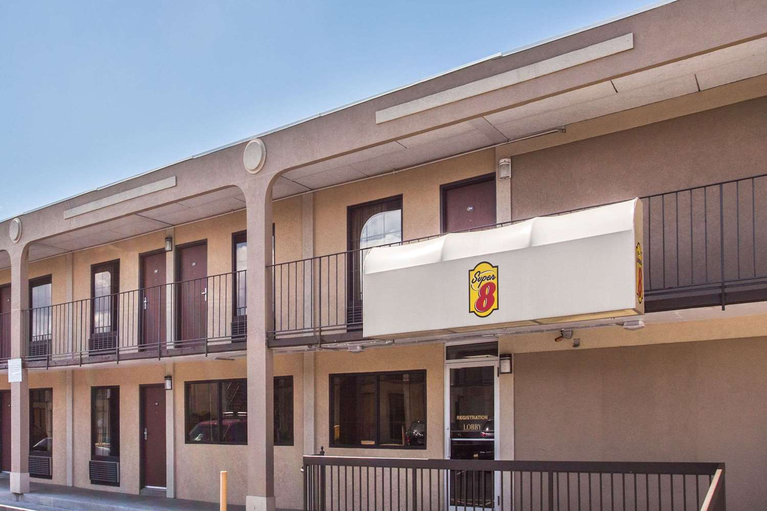 Exterior view - Super 8 Hotel Camp Springs