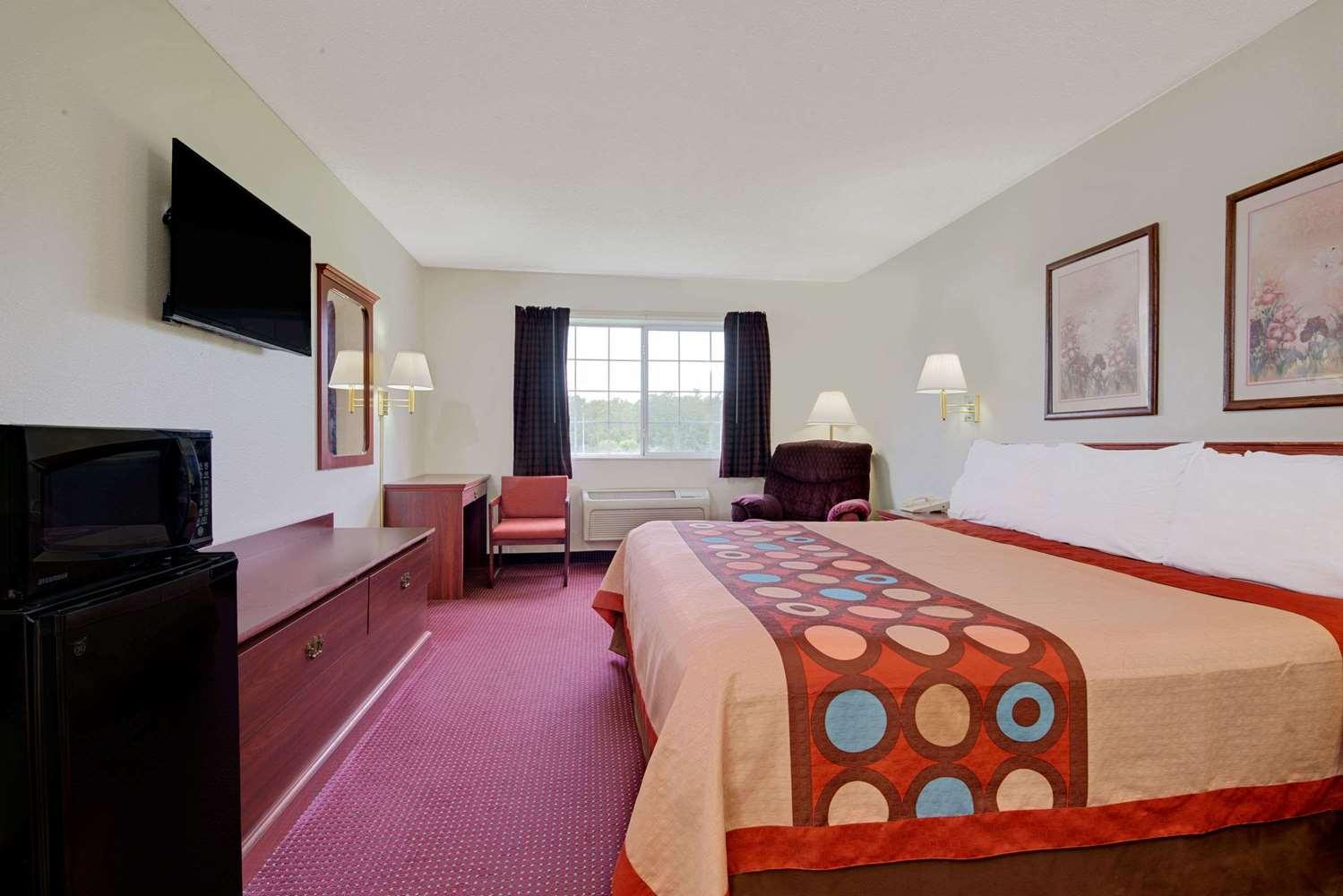 Room - Super 8 Hotel Riverside