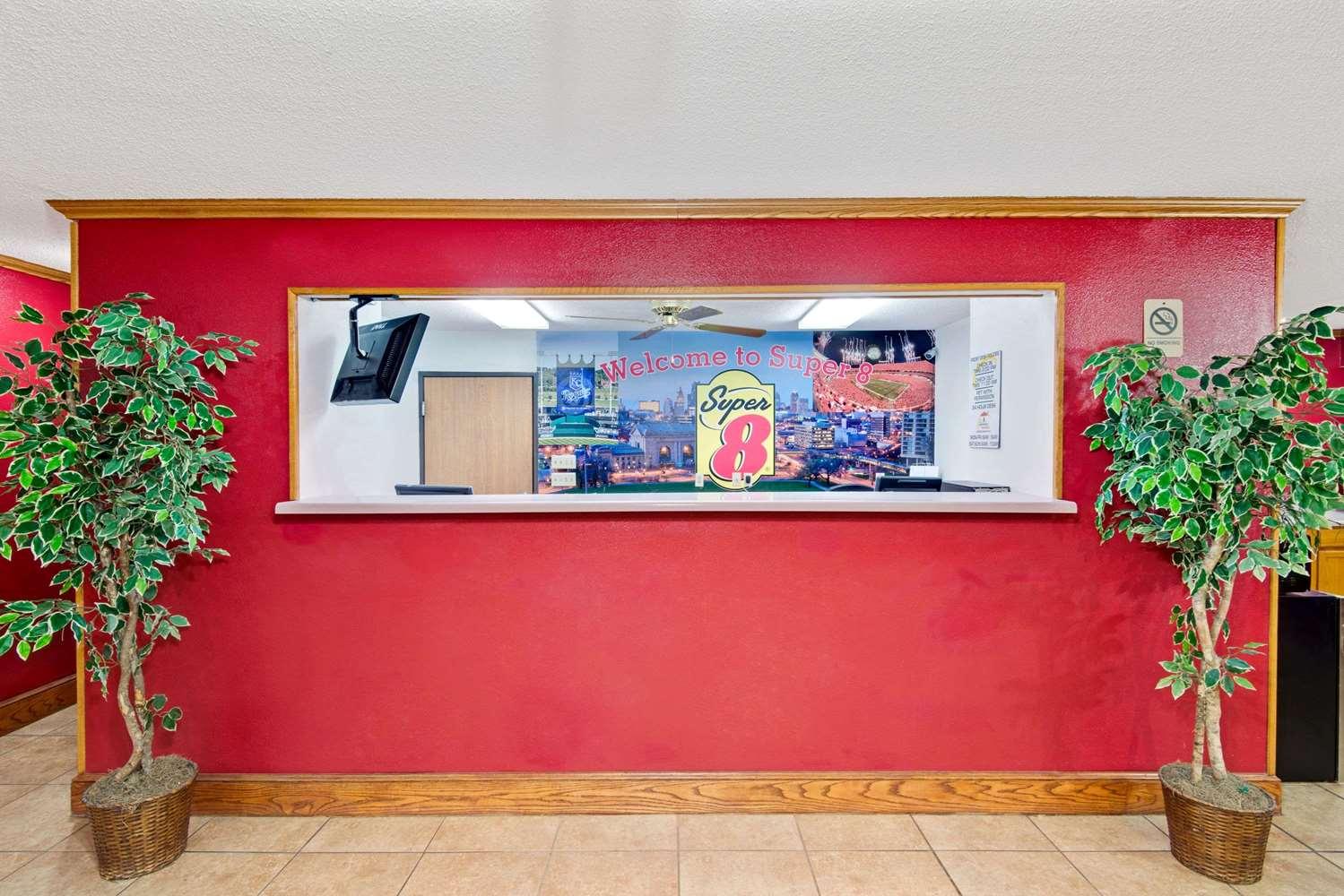 Lobby - Super 8 Hotel Riverside
