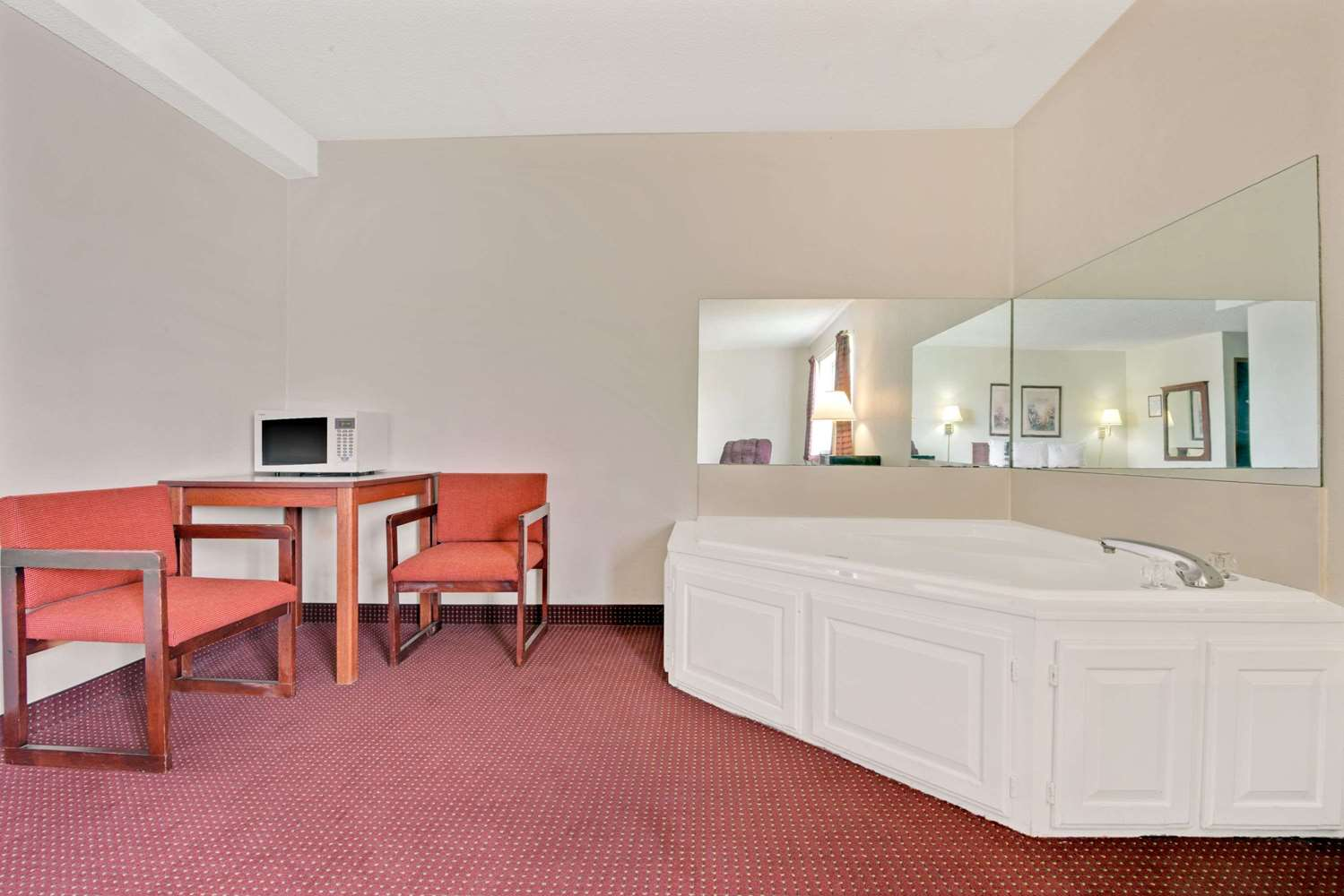 Suite - Super 8 Hotel Riverside