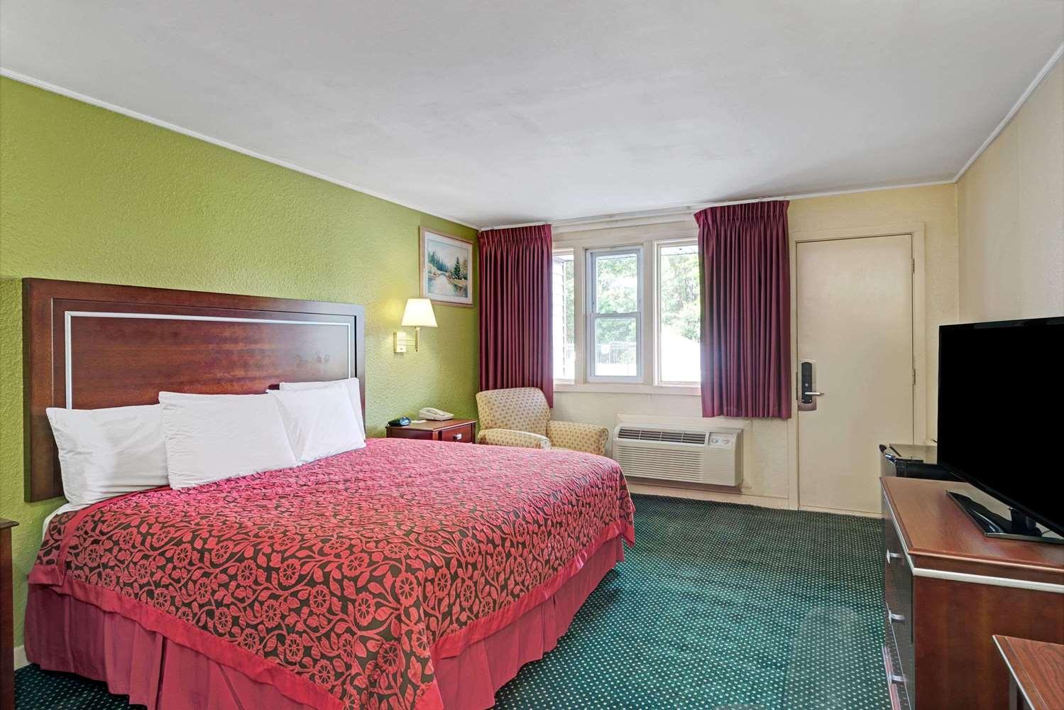 Room - Days Inn Kittery