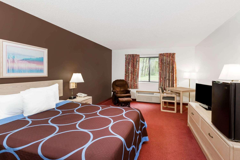 Room - Super 8 Hotel Estherville