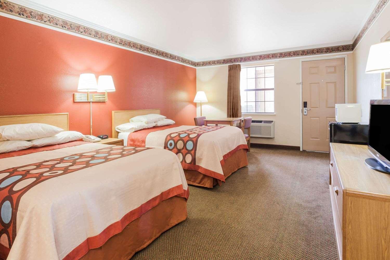 Room - Super 8 Hotel Mt Vernon