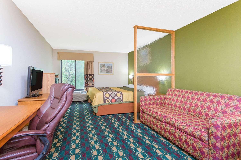 Room - Super 8 Hotel Spartanburg