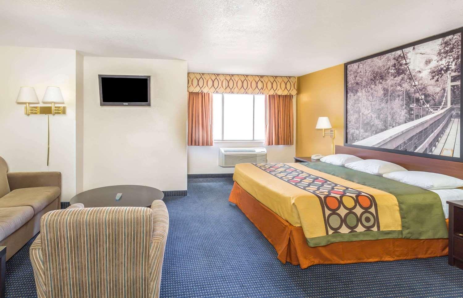 Suite - Super 8 Hotel Gilbert Road Mesa