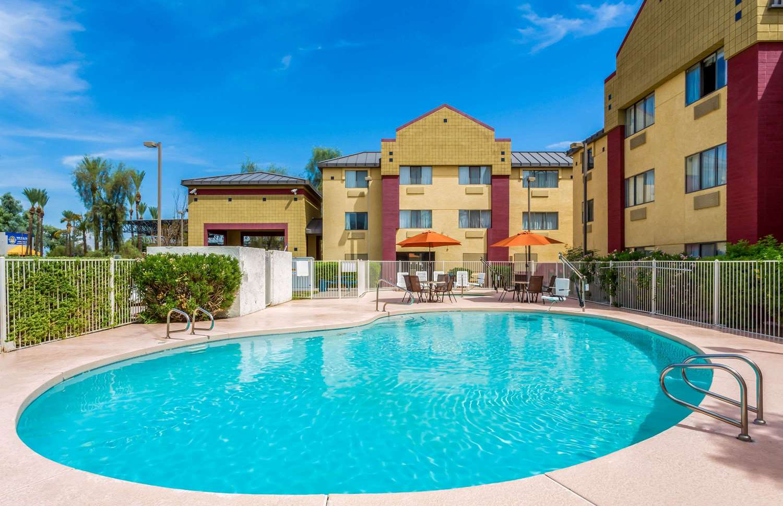Pool - Super 8 Hotel Gilbert Road Mesa