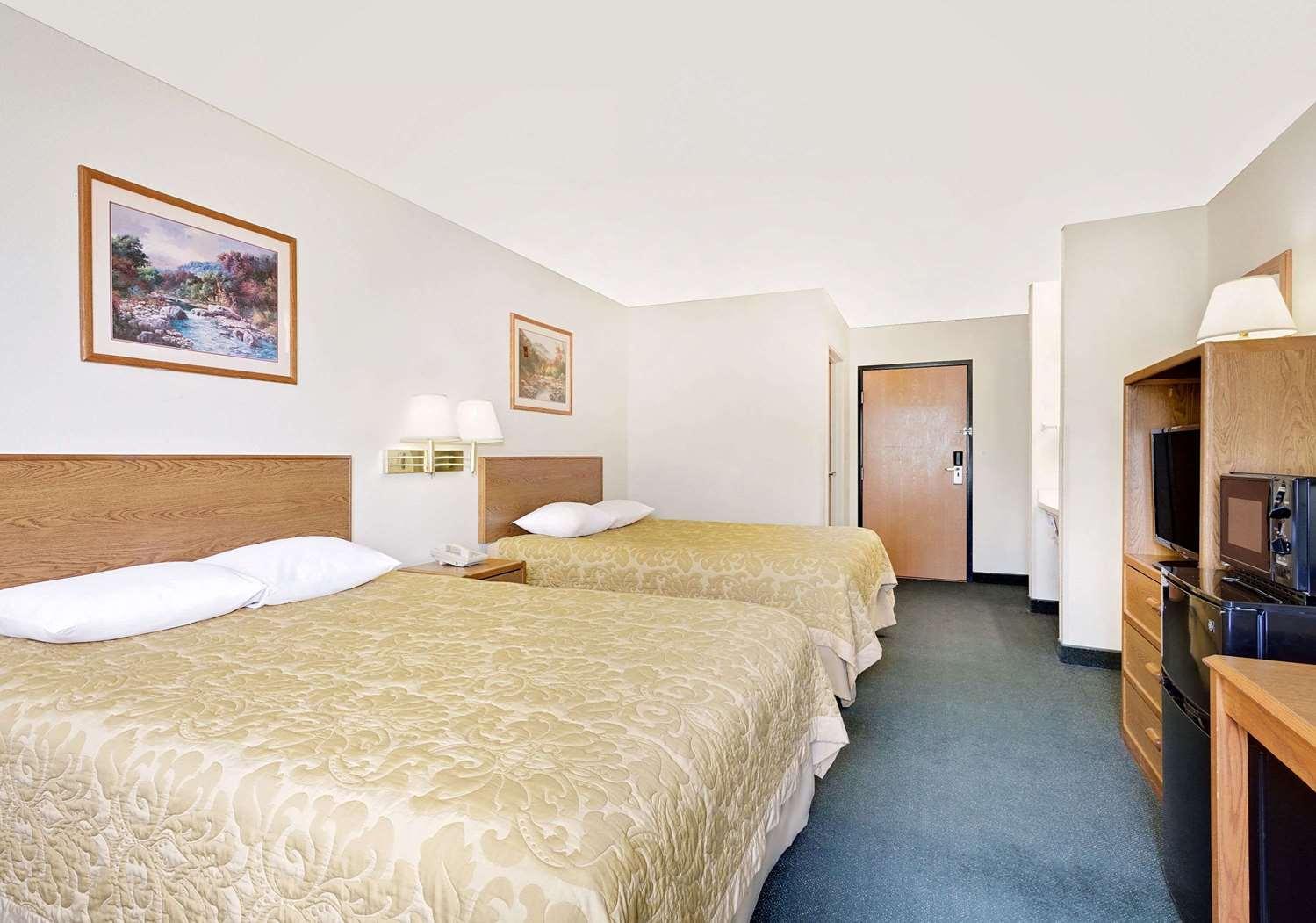 Room - Super 8 Hotel Battle Mountain