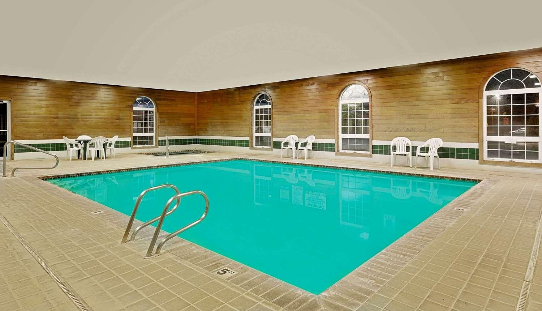Pool - Super 8 Hotel Battle Mountain