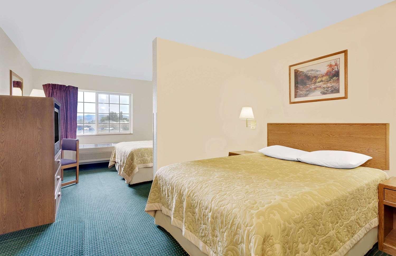 Suite - Super 8 Hotel Battle Mountain