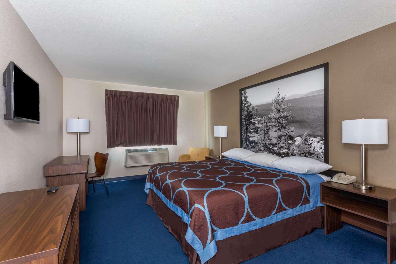 Room - Super 8 Hotel Sparks